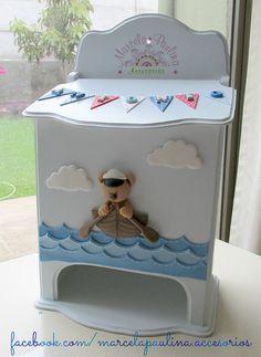 Porta pañal para decorar el cuarto del bebe Decoupage Box, Decoupage Vintage, Diy Painting, Painting On Wood, Kit Bebe, Baby Box, Nursery Room Decor, Baby Time, Felt Dolls