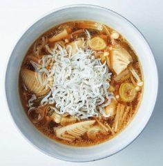 下腹がやせる!10分でつくれる1週間低糖質スープダイエット | サンキュ! Diet Recipes, Cooking Recipes, Healthy Recipes, Thai Red Curry, Hummus, Love Food, Food And Drink, Health Fitness, Meals