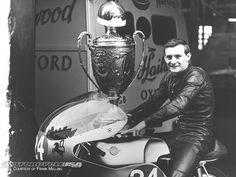 Mike Hailwood aboard a Duc 250 Motorcycle Racers, Racing Events, Racing Motorcycles, Classic Bikes, Super Bikes, Vintage Racing, Motogp, Ducati, Automobile