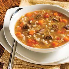 Une soupe faite sur mesure pour vaincre les grands froids de l'hiver. Réconfortante à souhait, cette recette ne demande qu'à mijoter lentement, pour libérer toute sa saveur. Une bonne soupe d'hiver du dimanche Healthy Cooking, Healthy Recipes, Soup Recipes, Cooking Recipes, Bisque Soup, Clean Eating Soup, Confort Food, Beef Barley Soup, Recipes From Heaven