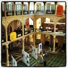 Biblioteca Sala Borsa, Bologna - Instagram by @Asgeir Pedersen