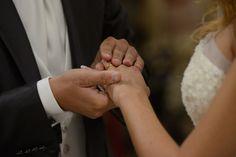 Fotografi matrimonio Napoli. Con questo anello io ti sposo.Cerimonia nuziale.Lo scambio delle fedi.