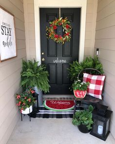 Do you need inspirations to make some DIY Small Porch Decorating in your Home? Simple approaches to create your porch inviting and warm. Only a few items is sufficient to dress up a little porch without overwhelming it. Summer Porch Decor, Summer Front Porches, Small Front Porches, Front Door Porch, Front Door Decor, Front Porch Decorations, Front Entry, Small Porch Decorating, Decorating Ideas