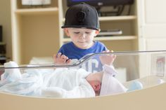 Big brother meeting his baby sister for the first time Baby Sister, Brother, Fresh, Big, Photography, Photograph, Fotografie, Photoshoot, Fotografia