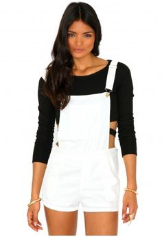 How to wear white dungarees Missguided - Carey Short Dungarees In Cream