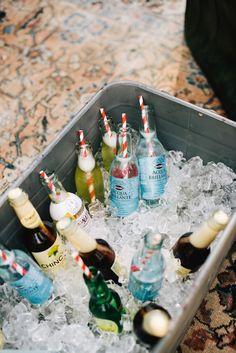 bibite per gli ospiti Wonderland, Water Bottle, Drinks, Drink Stations, Sweet Tables, Weddings, Drinking, Beverage Stations, Water Flask