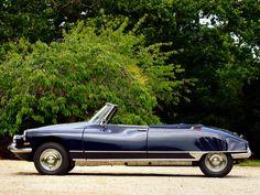 Henri Chapron crée le premier cabriolet DS en 1958, dont la ligne générale est relativement intéressante. Elle reste quand même assez proche de la berline de par son aile arrière qui doit rester amovible pour permettre son démontage lors d'un changement de roue, ce qui laisse une séparation au niveau du départ de la malle.