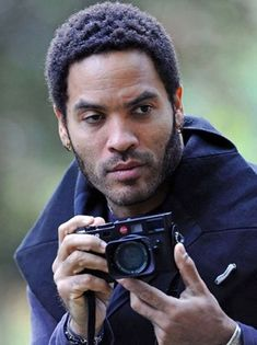 """*With his new book """"Flash,"""" rock singer Lenny Kravitz makes his mark in a new arena of the creative arts. During his childhood, Kravitz was enthralled by ca Lenny Kravitz, Celebrity Photographers, Famous Photographers, Robert Frank, Photography Camera, Vision Photography, Photography Tools, People, American Singers"""