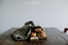 Apple and cranberries scones / Marta Greber