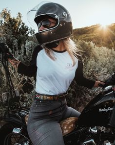 Motorcycle Outfit For Women Harley Davidson 65 Ideas - *Sport Bikes: Motorcycles - Motorrad Motorbike Girl, Motorcycle Style, Motorcycle Outfit, Biker Style, Motorcycle Quotes, Motorcycle Tips, Cafe Racer Style, Cafe Racer Girl, Lady Biker