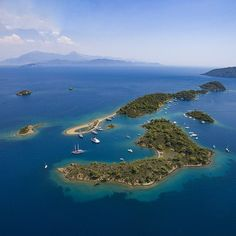 The 12 islands of Göcek are a paradise for sailors - clear waters, calm weather, beautiful sights... everything you need for an unforgettable Blue Voyage. #Gocek #Turkey #holidayinturkey