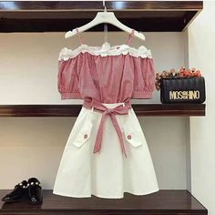I love feminine fashion looks. Kawaii Fashion, Cute Fashion, Look Fashion, Girl Fashion, Fashion Design, Feminine Fashion, 70s Fashion, Ladies Fashion, Fasion