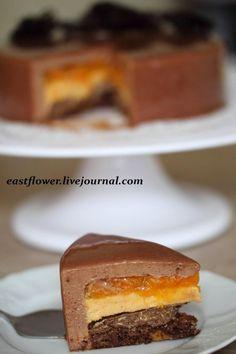 шоколадный бисквит с тыквой, хрустящий слой из семечек тыквы, тыквенное кремё, мандариновый джем, шоколадно-мандариновый мусс, глазурь - Селянина