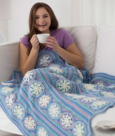 Ice Crystal Throw - Free Pattern from Red Heart crocheted in five strips with ten snowflakes in each strip Crochet Afghans, Crochet Yarn, Crochet Blankets, Afghan Crochet Patterns, Knitting Patterns, Crochet Mile A Minute, All Free Crochet, Easy Crochet, Crochet Ideas