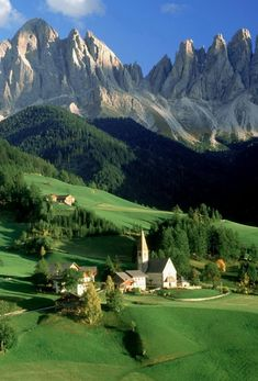 Val di Funes Valley (at the foot of the 'Pallid Mountains') ~ south Tyrol, northern Italy • http://www.valleisarco.info/en/holiday-areas/val-di-funes-villnoesser-tal-valley.html