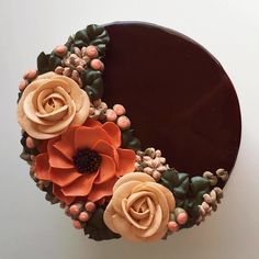 This Artist Creates Stunning Cakes You Would Rather Put On Your Windowsill Than In The Fridge Cake Decorating Frosting, Cake Decorating Designs, Creative Cake Decorating, Cake Decorating Techniques, Cake Designs, Pretty Birthday Cakes, My Birthday Cake, Buttercream Flower Cake, Cake Icing