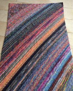Diagonale Restedecke Nach 28 Tagen ist sie fertig. Die Decke ist 1,12 m x 2,00 m groß und ich habe tatsächlich 81 verbraucht. Das Stricken...