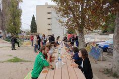 #Projet Malpassé dans le quartier de Malpassé à Marseille Collectif Cabanon Vertical Béton jaune -Concrete Aménagement participatif et transitoire Repas- Moment de convivialité le midi