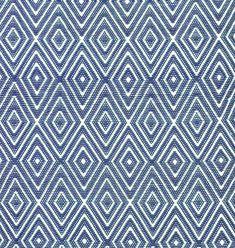 """Mit dem Dash & Albert Outdoor-Teppich """"Diamond"""" werden Träume vom maritimen Wohnstil wahr! Aus Kunststoff gefertigt harmoniert der Teppich ideal mit weißen Gartenmöbeln und –accessoires. Das grafische Muster gibt dem Outdoor-Teppich von..."""