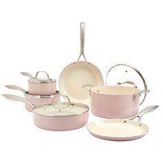 Pink Kitchen Decor, Cute Kitchen, Kitchen Stuff, Peach Kitchen, Gold Kitchen, Kitchen Gifts, Kitchen Items, Pink Kitchen Appliances, Kitchen Cookware Sets