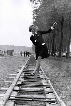 Mireille Darc on the set of Week End directed by Jean-Luc Godard, 1967 Frances Movie, French New Wave, French Movies, Jean Luc Godard, Twist And Shout, Retro Pop, Film Stills, Vintage Movies, Close Image