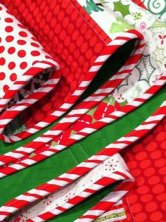 Christmas Tree Skirt Tutorial - Can picture this using the red and green fabric with gold threads that I have.  It would look very classy.