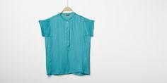 Sfera.com+-+Camisa+fluida+lisa+con+cuello+mao+y+manga+corta.+Cierre+con+botonadura+simple.+Casual,Camisas+y+Blusas+028-058420107896+-+http://www.sfera.com/es/casual/camisas-y-blusas/camisa-fluida-6165609/07896/