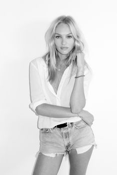 Well...  A. Candace Swanepoel is just beautiful.  and...  B. This simple outfit is pretty cute too.