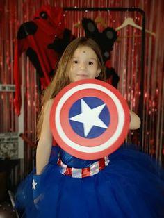 Organiser un anniversaire Marvel - SabrinaBerrich Captain Marvel, Captain America, Costume Thor, Dafont, Deadpool, Anniversaire Harry Potter, Lets Celebrate, Diy Organization, Avengers