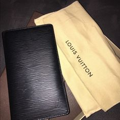 Louis Vuitton Brazza Wallet in Epi Leather Bifold Men's Louis Vuitton Brazza Wallet in Epi Leather Bifold Black Leather Checkbook. Has 6 card slots and checkbook holder. Gently pre-owned with slight wrinkling at the edges. Unable to photograph because they are so subtle. Does not affect the look of the wallet. Louis Vuitton Bags Wallets