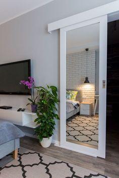 Discover the Ultimate Master Bedroom Styles and Inspirations Hauptschlafzimmer, minimalistische Schl Bedroom Doors, Closet Bedroom, Bedroom Mirrors, Bathroom With Closet, Master Closet, Mirror Bathroom, Diy Mirror, Mirror On Door, Wall Mirror Ideas