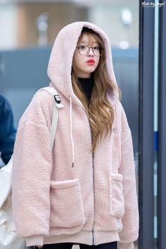 Kpop Fashion, Korean Fashion, Girl Fashion, Fashion Outfits, Airport Fashion, Korean Girls Names, South Korean Girls, K Pop, Kpop Mode