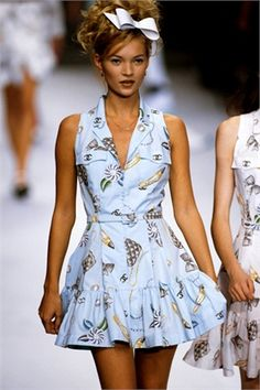 Kate Moss - CHANEL Runway Show 90's