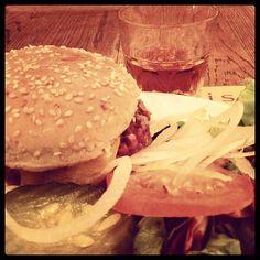 Burger Jack Pulled Pork, Hamburger, Chicken, Ethnic Recipes, Food, Shredded Pork, Essen, Burgers, Meals