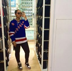 Casual Outfit | Retro Nike's w/ Thrifted Hockey Jersey