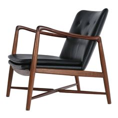 Finn Juhl - duński projektant i architekt Danish Armchair, Cool Furniture, Furniture Design, Take A Seat, Mid Century Modern Furniture, Cool Chairs, Sofa Chair, Eames, Chair Design