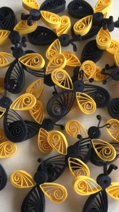 Diy Quilling Crafts, Paper Quilling Designs, Paper Crafts, Bee Jewelry, Jewellery, Handmade Tags, Board Ideas, Paper Goods, Cupcake Toppers