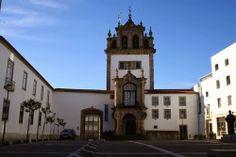A Capela de Nossa Senhora da Torre, Adossada a uma das antigas portas da cidade, a de Santiago, está integrada no edifício onde se encontra o Museu Pio XII na freguesia da Cividade.