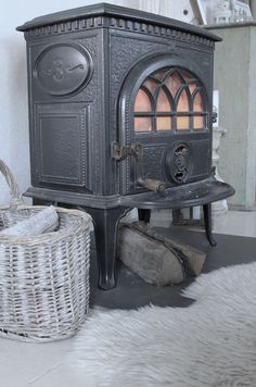 Old wood stove Home Fireplace, Old Wood, Sweet Home, Old Stove, Wood, Wood Burning Stove, Vintage Stoves, Pot Belly Stove, Wood Stove