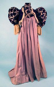 Lilac Wool Tea Gown c. In Marilla's words, she'll have to turn sideways to fit through the door! 1890s Fashion, Edwardian Fashion, Vintage Fashion, Vintage Style, Vintage Dresses, Vintage Outfits, Tea Dresses, Tea Gown, Costume