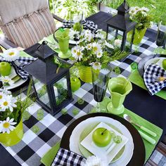 Setting a pretty table makes dining a delight! Beautiful Table Settings, Decoration Table, Summer Table Decorations, Deco Table, Dinner Table, Home Interior, Maryland, Tablescapes, Farmhouse Decor