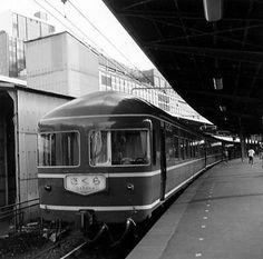 東京駅1971・9 China Train, Blue Train, Bonde, Old Photography, Vintage Japanese, Hong Kong, Tokyo, Vehicles, Travel