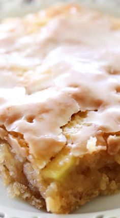 CARAMEL APPLE SHEET CAKE This delicious apple cake is beyond moist and has caramel frosting infused in each and every bite. This cake literally melts in your mouth! Fall Desserts, Just Desserts, Delicious Desserts, Dessert Recipes, Yummy Food, Apple Desserts, Picnic Recipes, Health Desserts, Apple Recipes