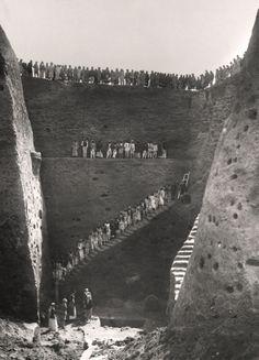 Early Twentieth Century Excavations at the Royal Cemetery at Ur: Excavating the Royal Cemetery at Ur