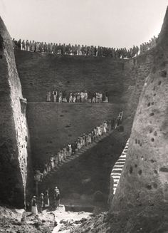 Early Twentieth Century Excavations at the Royal Cemetery at Ur: Excavating the Royal Cemetery at Ur