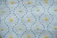 Japanese Embroidery Sashiko Lovely, simple design to cover a large area. A cardstock template would really help with those waves. Learn Embroidery, Hand Embroidery Patterns, Embroidery Applique, Cross Stitch Embroidery, Machine Embroidery, Embroidery Books, Boro, Diy Bordados, Shashiko Embroidery
