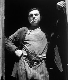 http://militarymodels.co.nz/wp-content/uploads/French-Resistance-Fighter-With-Gun-In-Pants.jpg