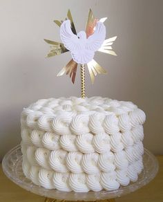bolo batizado chantininho #batizado #bolodebatizado #igrejacatolica #baptized First Holy Communion Cake, Y Food, Baptism Decorations, Cooking Spoon, Ideas Para Fiestas, Cake Toppers, Sweet, Bento, Design Ideas