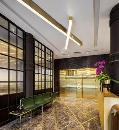 Design firm DesignAgency transformed the Broadview Hotel in Toronto, Canada, from soap factory into a boutique hotel. Boutique Interior Design, Interior Design Website, Interior Design Studio, Hotels Toronto Canada, Downtown Toronto, Restaurants, Lobby Design, Minimalist Room, Hotel Interiors