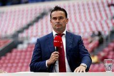 Marc Overmars kreeg de afgelopen periode veel kritiek te verwerken. De technisch directeur van Ajax zag kort voor de transferdeadline Daley Blind en Kenneth Vermeer vertrekken en haalde 'slechts' Niki Zimling en Diederik Boer terug. Overmars pareert de kritiek in het AD.
